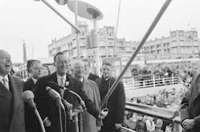 Op vrijdag 19 mei 1961, een opvallend koude dag, werd de pier geopend door Prins Bernhard, die vergezeld werd door de zakenlieden Jaap van Till en Anthony Adama Zijlstra. De Pier bestond uit een wandelpier met 3 eilanden, waarvan 1 met een uitkijktoren.